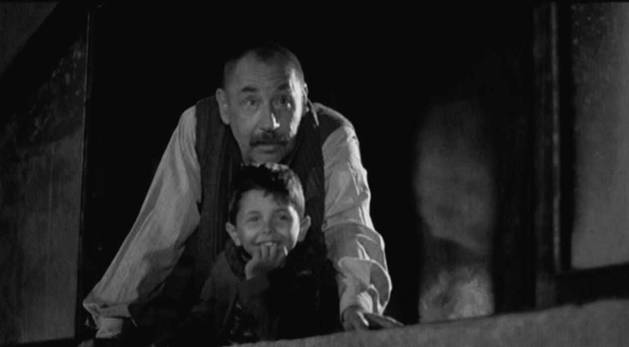 Totó e Alfredo em cena do filme Cinema Paradiso.